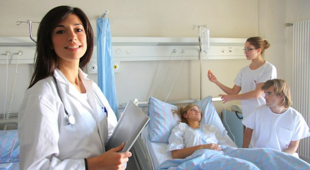 """Wróci liceum pielęgniarskie? Pielęgniarki są przeciwko. """"To zamach na naszą niezależność"""""""