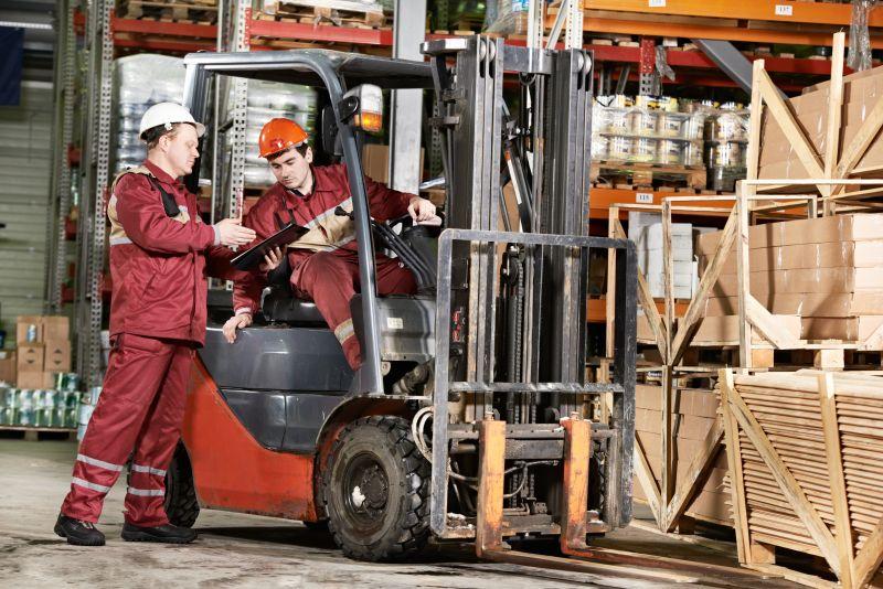 W wojewóztwie mazowieckim jest bardzo duże zapotrzebowanie na pracowników magazynu - szczególnie na operatorów wózka widłowego z doświadczeniem na wysokim lub niskim składzie. (Fot. Shutterstock)