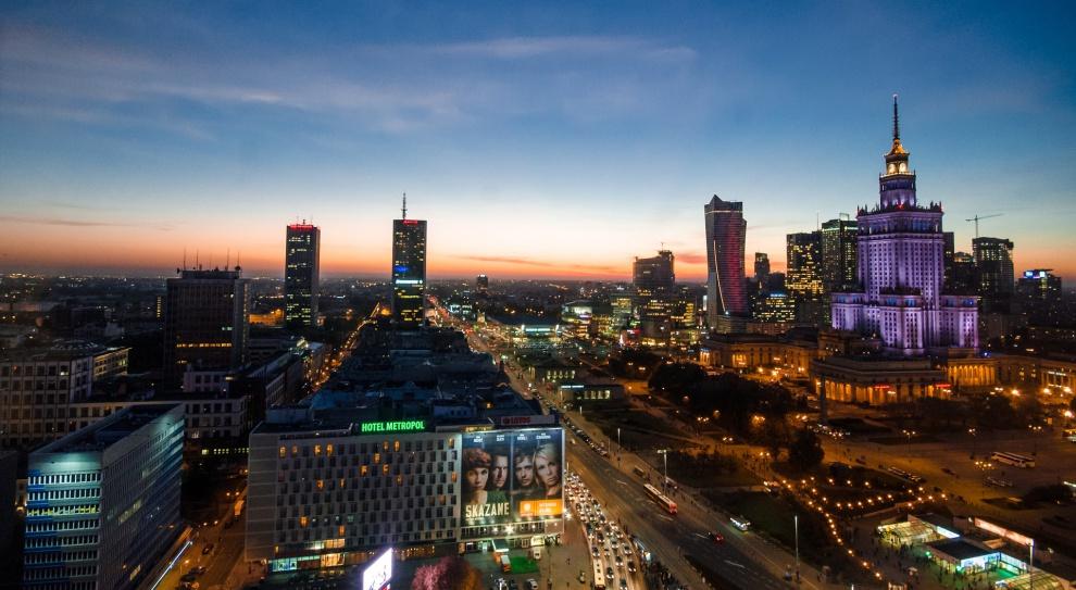 Województwo mazowieckie, Warszawa: Bezrobocie spada, a pensje rosną