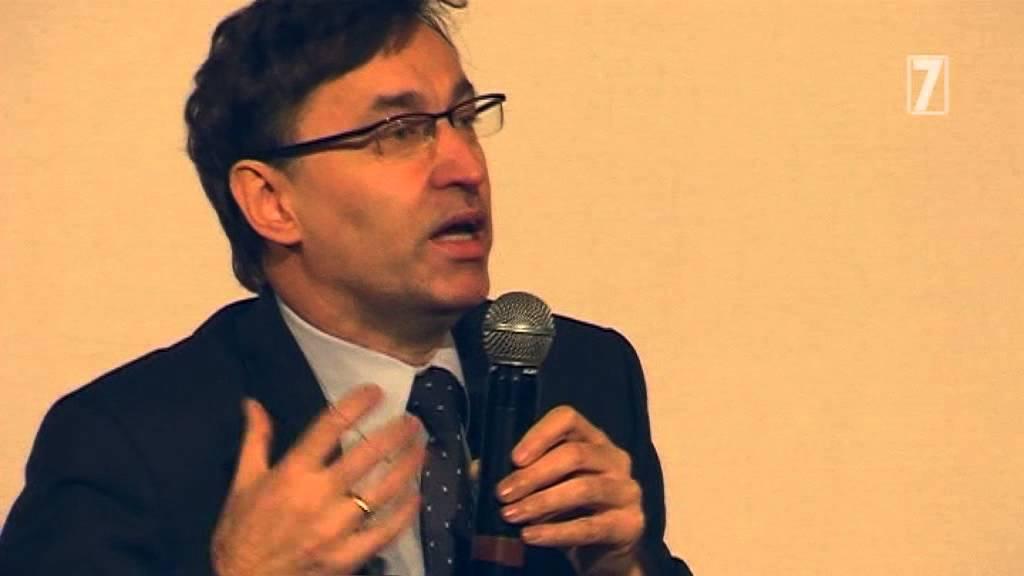 Jarosław Szarek (ur. w 1963 r roku w Czechowicach-Dziedzicach) jest doktorem historii, absolwentem Wydziału Historycznego Uniwersytetu Jagiellońskiego (fot. youtube)