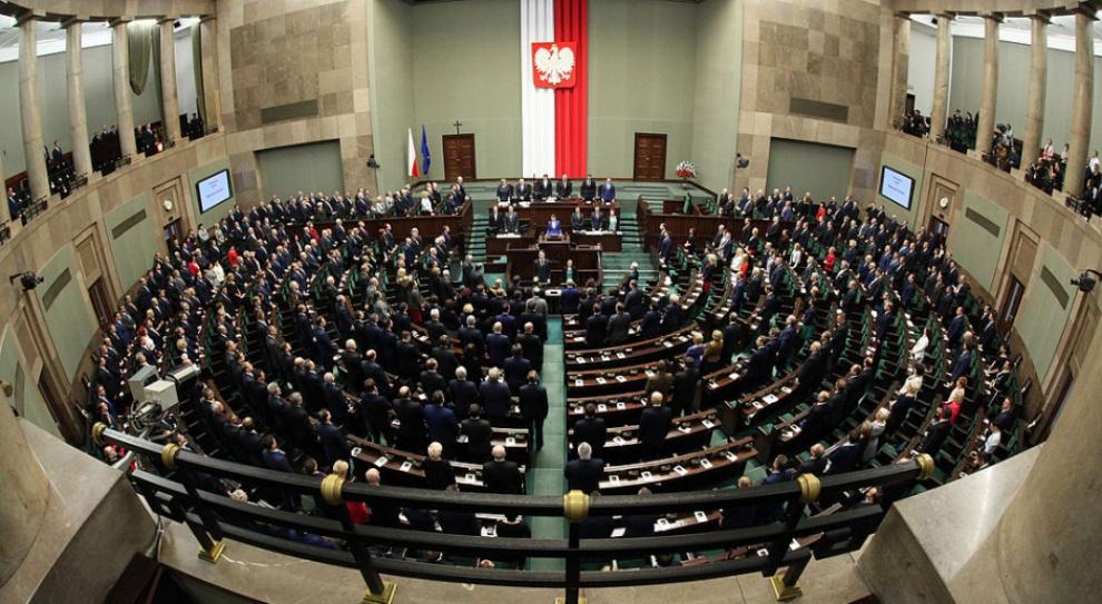 PiS: Wycofujemy się z jakiejkolwiek podwyżki dla posłów i senatorów