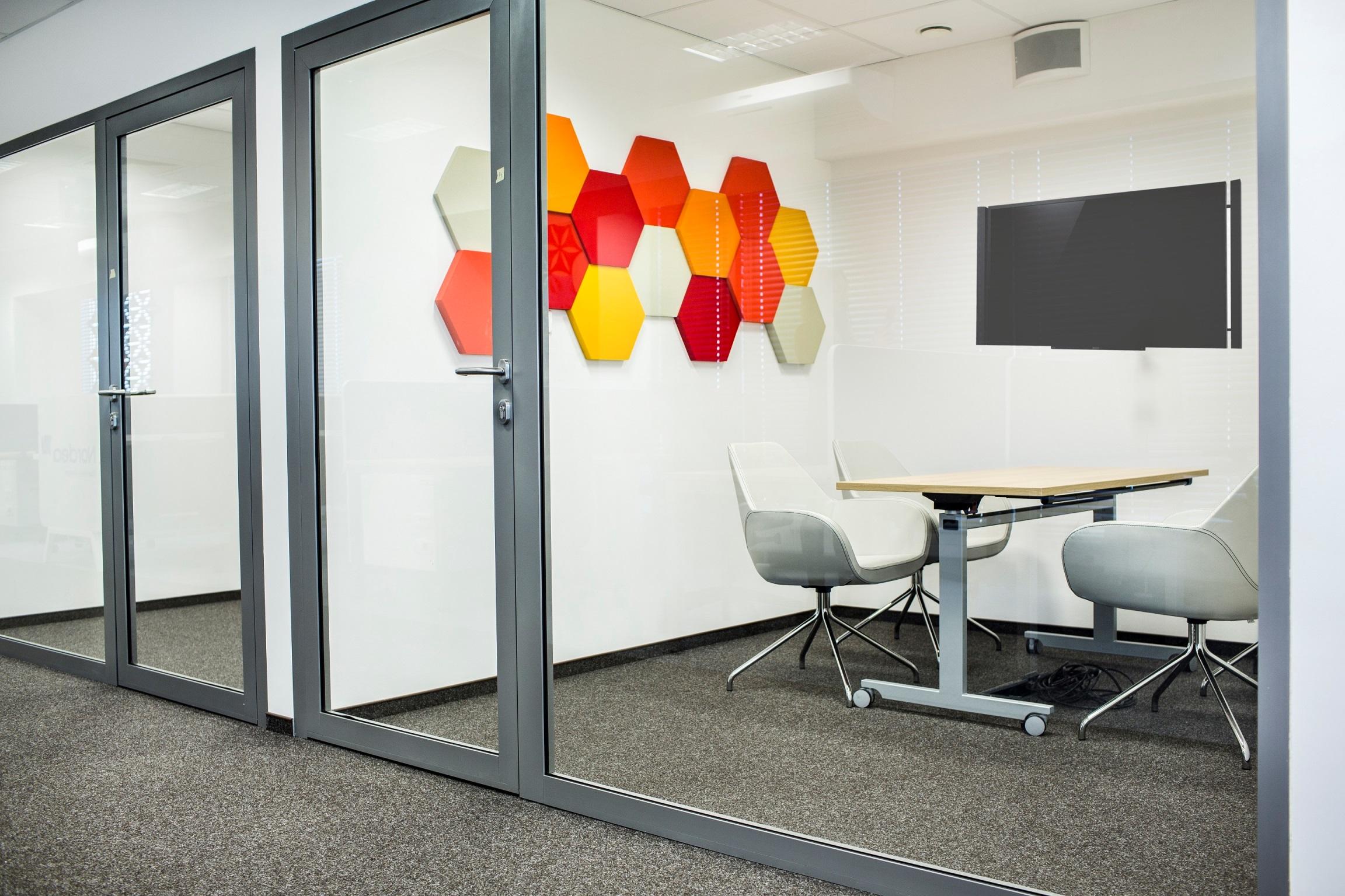 Wdrażaniu modelu activity based workplace powinno towarzyszyć dokładne przyjrzenie się oczekiwaniom zespołu. (Fot. Mikomax)