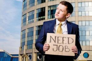 Mniej osób po zasiłek dla bezrobotnych