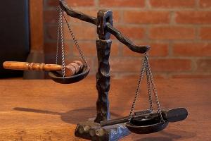 Stawki dla adwokatów i radców wzrosły. A teraz zmaleją?