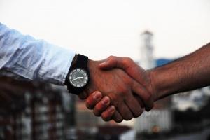 1 z 4 pracowników odejdzie z firmy w ciągu roku. Jak ich zatrzymać?