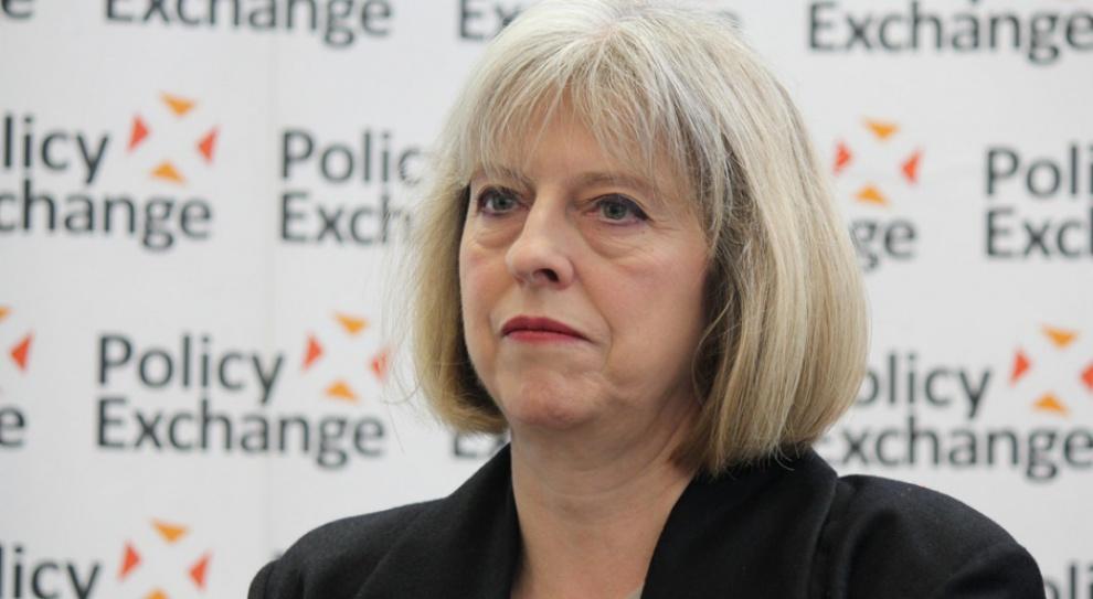 """""""FT"""": May nie powinna trzymać obywateli UE mieszkających w Wielkiej Brytanii w niepewności"""