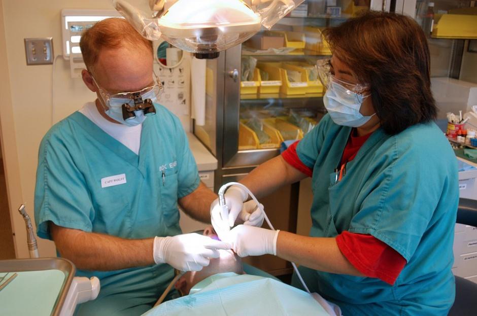 ZUS przypomina dyrekcjom szpitali: umowy zlecenia nie zwalniają ze składek