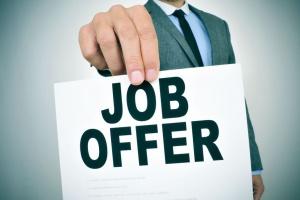 Te informacje powinny znaleźć się w ofercie pracy i na rozmowie kwalifikacyjnej