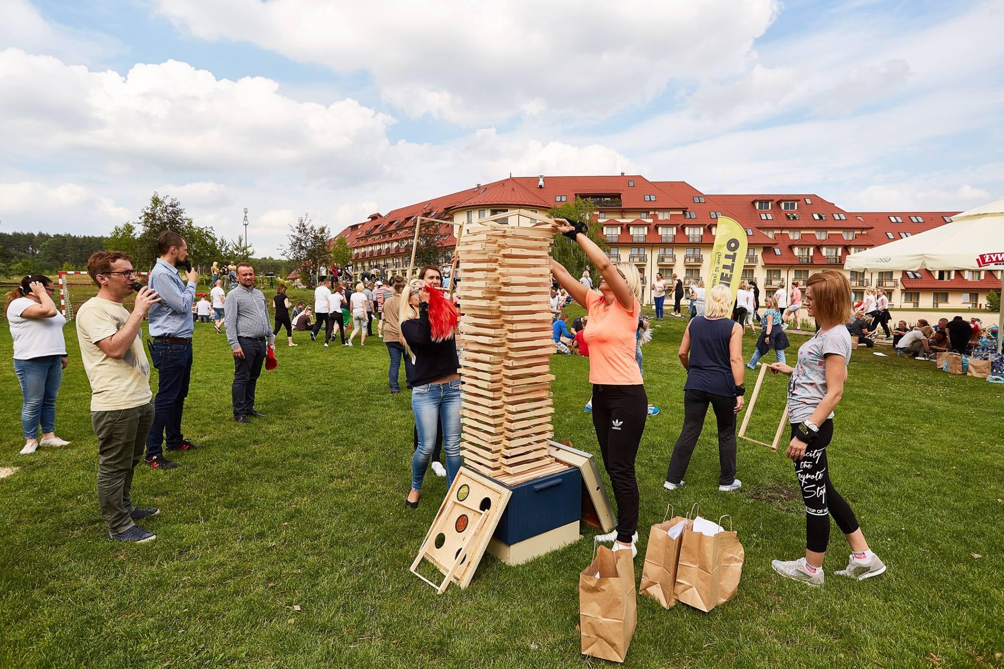 Pracownicy Netto zrobili kilkaset drewnianych ramek. (fot. mat.pras.)