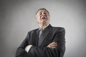 Menedżerowie nie chcą chwalić podwładnych. A to duży błąd