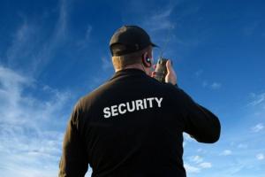 Miejsca pracy ochroniarzy po wprowadzeniu minimalnej stawki godzinowej da się uratować?