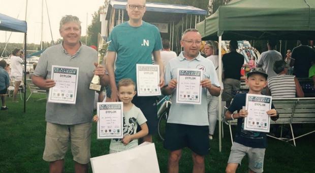 Wakacje, urlop: Poseł Michał Stasiński wziął udział w regatach o puchar burmistrza