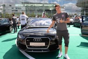 Robert Lewandowski i piłkarze FC Bayern dostali nowe Audi