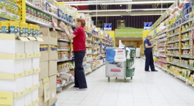 Praca w supermarkecie, dyskoncie: Polacy narzekają na Biedronkę, Tesco i Lidla. Mimo lepszych warunków?