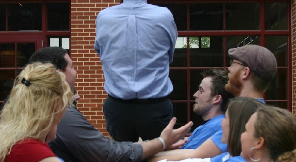 Zaufanie w pracy? Co drugi pracownik nie ufa nawet swojemu koledze z biura, a co dopiero szefowi