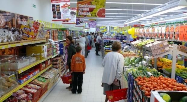 Rośnie liczba pracowników handlu spożywczego