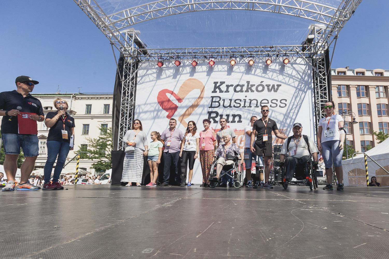 Zebrane fundusze pozwolą sfinansować nowoczesne protezy, wsparcie rehabilitacyjne i pomoc psychologiczną dla osób po amputacjach, a także po raz pierwszy w tym roku Poland Business Run pomoże lokalnym organizacjom charytatywnym (fot. Tomasz Prokop)