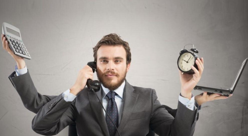Praca na dwa etaty - kiedy warto pomyśleć o drugiej pracy?