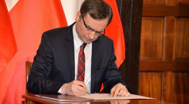 Zbigniew Ziobro musi zrzec się mandatu poselskiego?