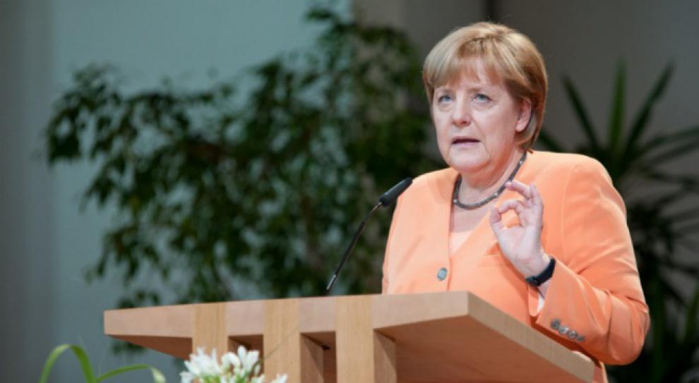 Uchodźcy, Merkel: Rząd coraz lepiej radzi sobie z kryzysem uchodźczym