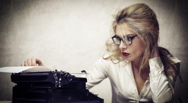 Sekretarka, praca i zarobki: Asystentka w Polsce może zarobić nawet kilkanaście tysięcy złotych miesięcznie