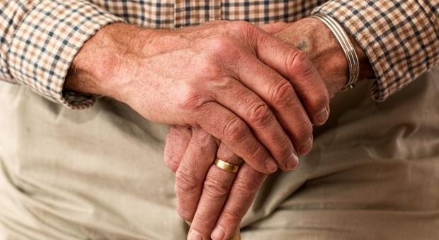 MPiPS: Jaki jest graniczny wiek starości? Ministerstwo zdefiniuje