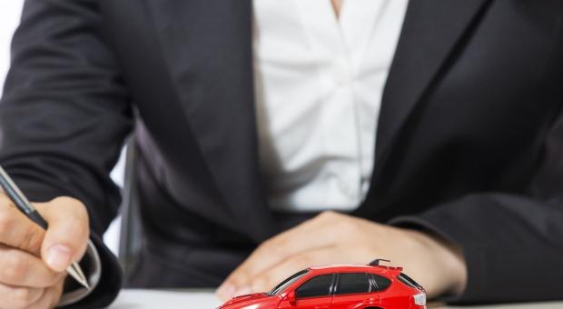 Służbowe auto do celów prywatnych: Jak je rozliczyć?