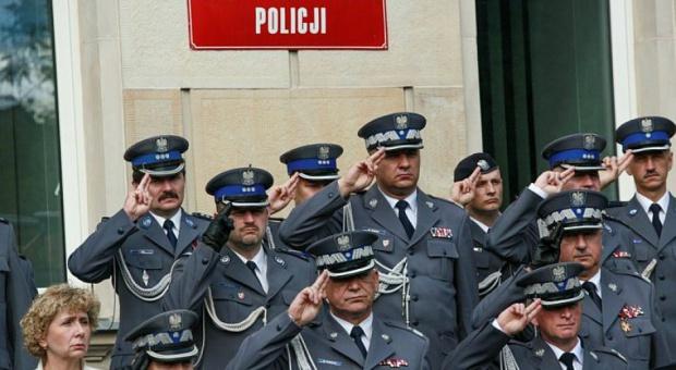 Emerytura dla mundurowych: Policjanci, wojskowi i strażacy na emeryturę po sześćdziesiątce