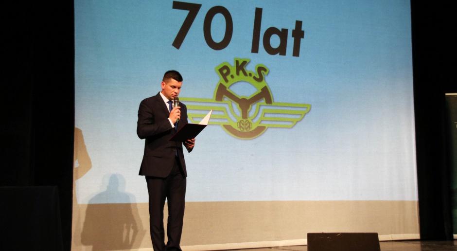 70 lat PKS: Minister odznaczył pracowników PKS