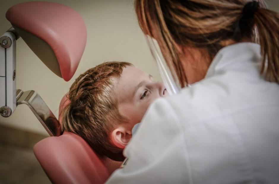Pielęgniarka i dentysta w szkole: Ministerstwo ma plan powrotu gabinetów lekarskich i stomatologiczncyh
