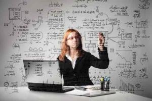 Umiejętności, a nie dyplom pomaga zdobyć pracę. Na co patrzą rekruterzy?