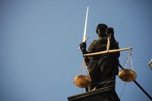 Mniej niż połowa zdających zaliczyła egzamin na aplikacje prawnicze