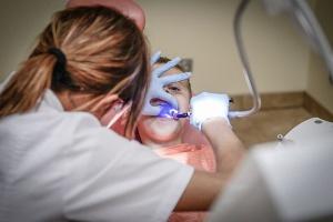 Dentystka nie spełniła warunków PUP. Musi zwrócić pomoc publiczną