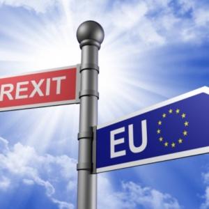 """Co z obcokrajowcami po """"twardym"""" Brexicie? Rząd kreśli scenariusz"""