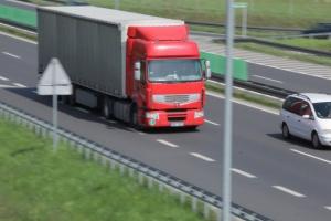 Niemieckie i francuskie godzinowe stawki dla kierowców odbiły się na polskiej branży transportowej