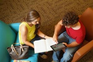 Młodym na rynku pracy jeszcze nigdy nie było tak łatwo?