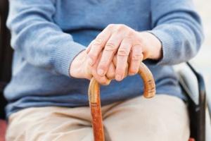 Obniżenie wieku emerytalnego spowoduje obniżki świadczeń. Ucierpią szczególnie kobiety