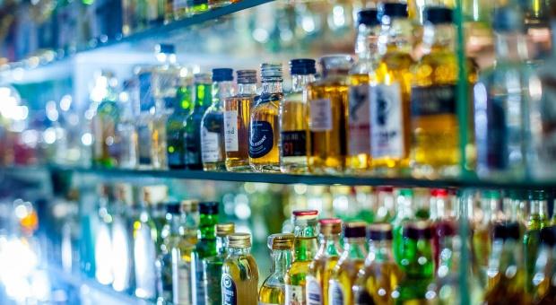 Przez podrabiany alkohol Polska traci tysiące miejsc pracy