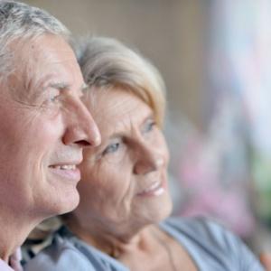 Emerytki bardziej aktywne, ale to emeryci częściej wracają na rynek pracy