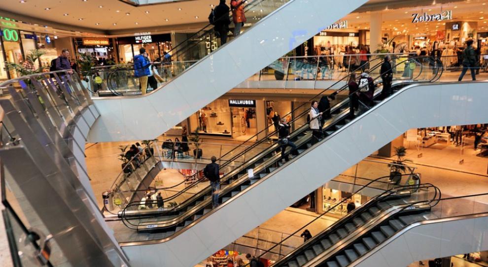 W centrach handlowych o 20 proc. mniej klientów