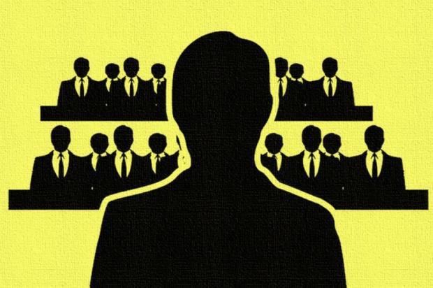 Tradycyjna firma kojarzy się ze strukturą hierarchiczną, w której każdy ma swoje miejsce, swojego przełożonego, który wydaje mu polecenia i kontroluje. Frederico Laloux pokazuje, że można pracować inaczej (fot.pixabay)