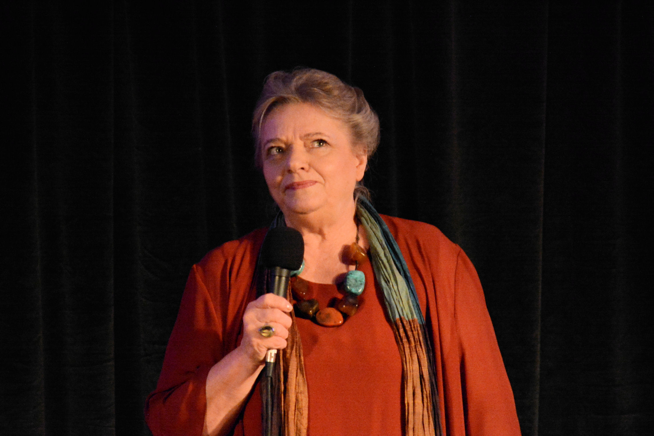 - Andrzej Wajda znalazł czas, by zadzwonić do młodej aktorki - podkreślała Anna Seniuk. (Fot. Kapitel/Wikimedia, lic. CC0)