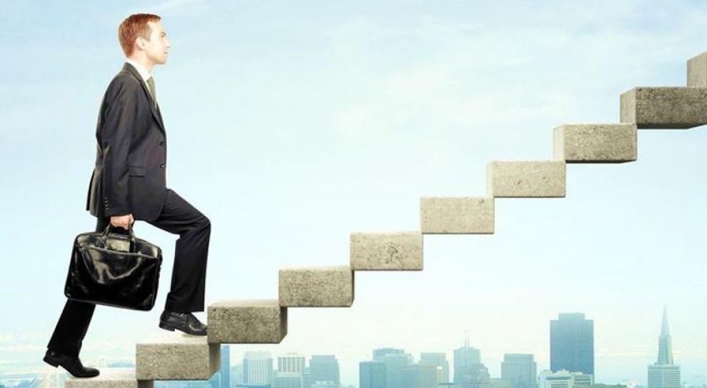 Pracownicy państwowych czy prywatnych firm są bardziej zaangażowani w pracę?