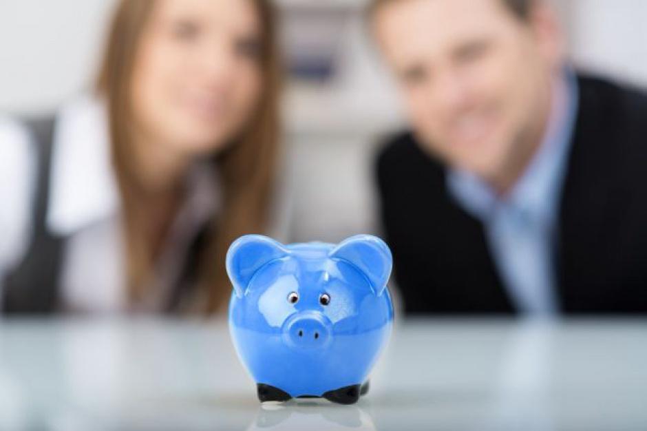 Rosnące wynagrodzenia skłaniają Polaków do oszczędzania