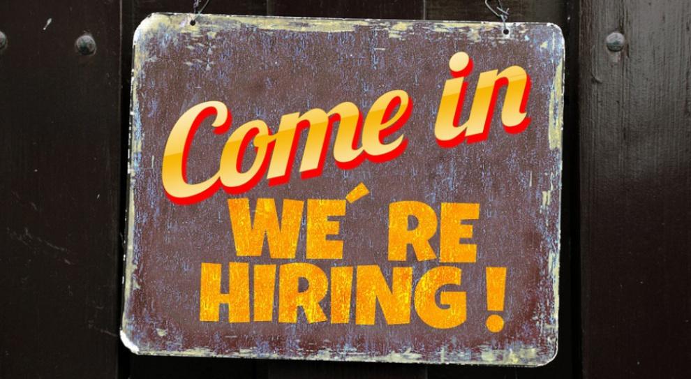Liczba ofert pracy nadal na rekordowo wysokim poziomie