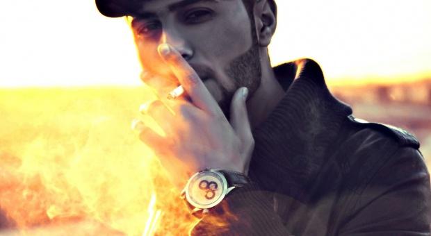 Palenie papierosów: Bezrobotni i mniej wykształceni palą więcej