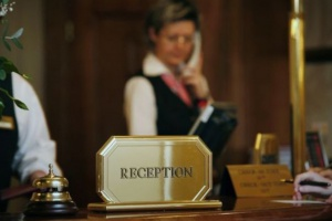 Problemy kadrowe nie ominęły branży hotelarskiej. Jak rekruterzy walczą o młodych?