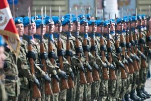 Pensje pracowników cywilnych wojska w górę