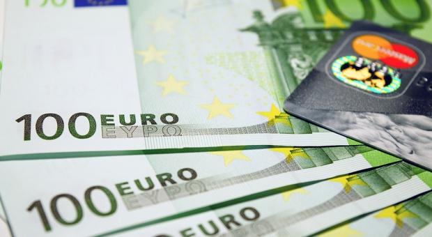 """Francja wprowadzi dochód podstawowy? Senat jest """"za"""""""