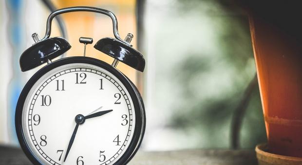 Zmiana czasu na zimowy: Z 29 na 30 października cofamy wskazówki zegara